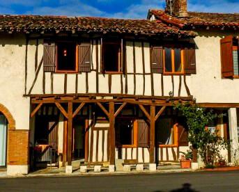Maison de village colombages rénovée