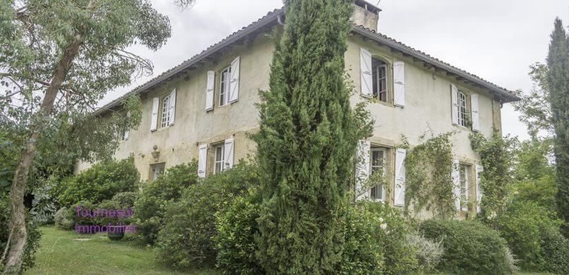 Maison de maître XVIIIème avec dépendances sur 1,3 ha