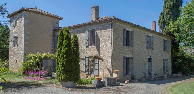 Belle Maison de maître en pierres à rénover + moulin à eau en ruine sur 1,15 ha