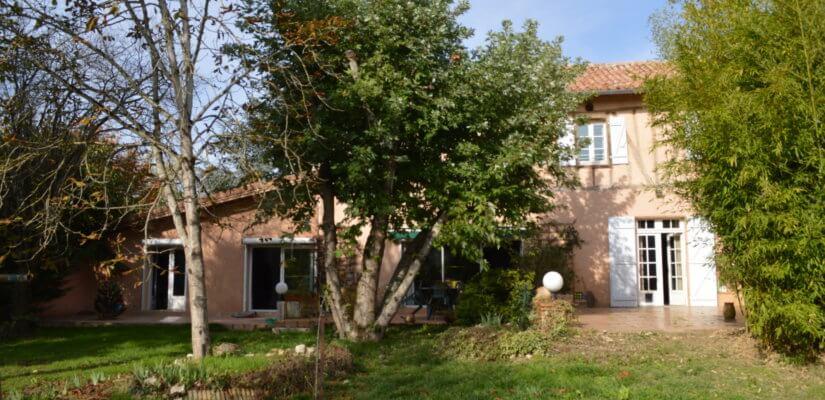 Belle maison familiale avec piscine et dépendance sur 2295 m2